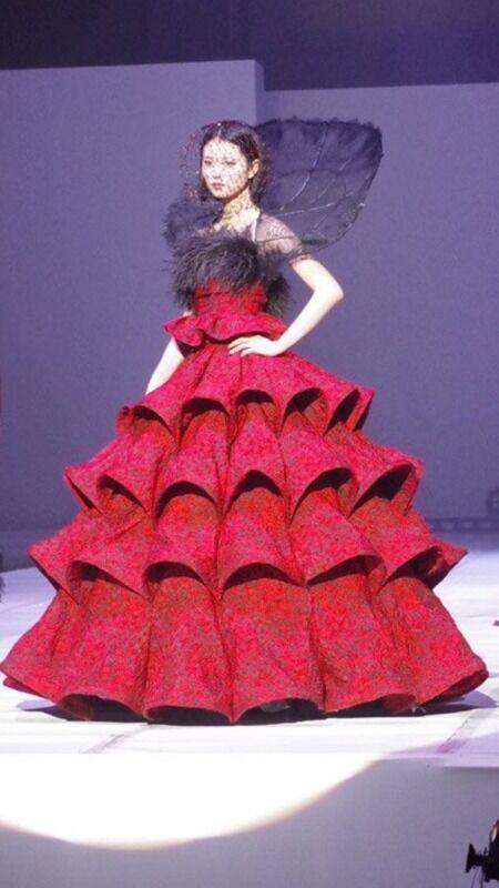 【画像】世界2位のファッション学校「文化服装学院」の卒業作品が学生のレベルを超えてるwwwwwww