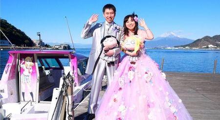 【画像】ラブライバーカップル、聖地で結婚式を挙げる