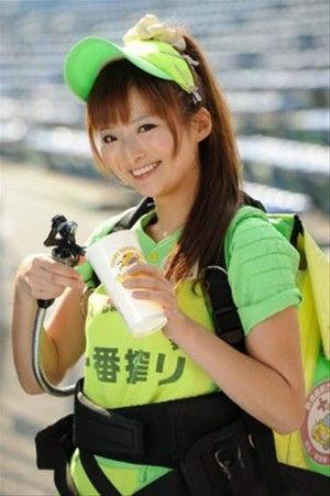 【画像あり】超絶可愛いビール売り子が発見されるwwwwwwww