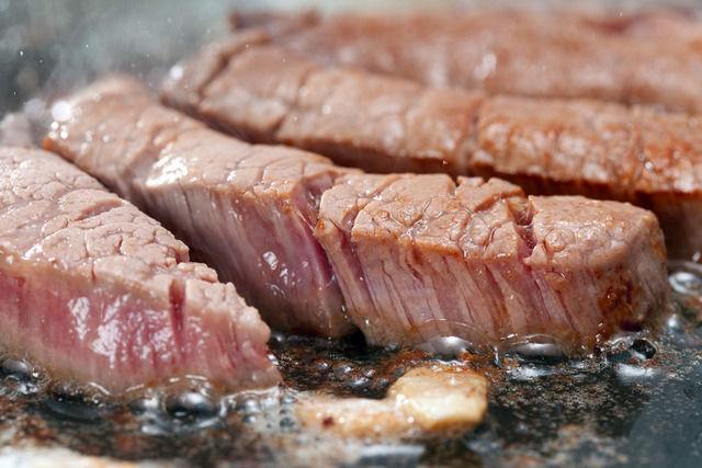 日本人はステーキとハンバーグどっちが好きなのか判明!