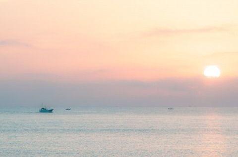 若者「綺麗な海!大自然!美味しいご飯!沖縄行くぞー!!(10万円ニギリシメッ) ワイ「ちょーっと待って!」