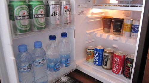 俺「なんかねえかな」冷蔵庫パカ 俺「ねえな」バタン 3分後俺「なんかねえかな」冷蔵庫パカ