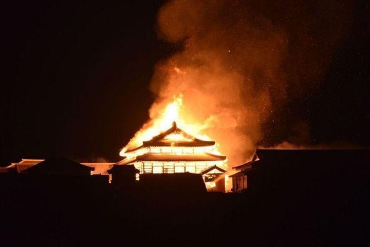【速報】沖縄の首里城が炎上中 正殿と北殿は全焼