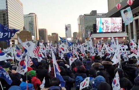 落ち目の文在寅政権に2018年最後の大打撃を与えられてしまう ソウル都心に多数のデモ隊が集結