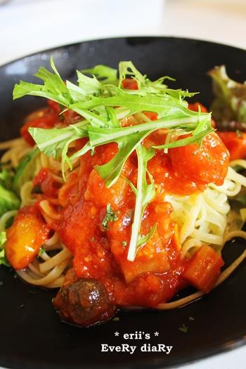 夏野菜のトマトソースパスタ