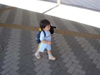 広島駅を闊歩