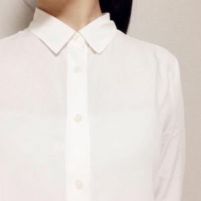 ユニクロレーヨン白ブラウスシャツ