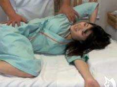 ヘルニアに良く利く整体療法で膣内の血行まで良くしてもらう肉棒ストレッチ療法(歌舞伎町整体院)