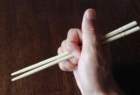 友人の箸の持ち方が悪い。注意すると「非常識だ」 と逆ギレされた。私おかしいこと言った?