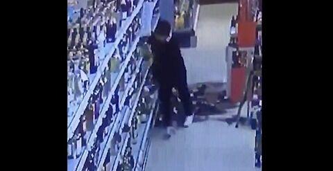 ドイツのスーパーとされる映像…移民の方々は宗教上お酒に嫌悪感を持っておられているのでこういう事を[12/1]