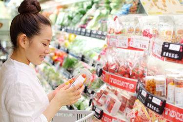 スーパーでお一人様2個までの商品を5、6個カゴに入れている主婦に、彼女『あんたがそういう事しているとほかの人が迷惑するんだよ!!』俺「ちょっと…!」→さらに…
