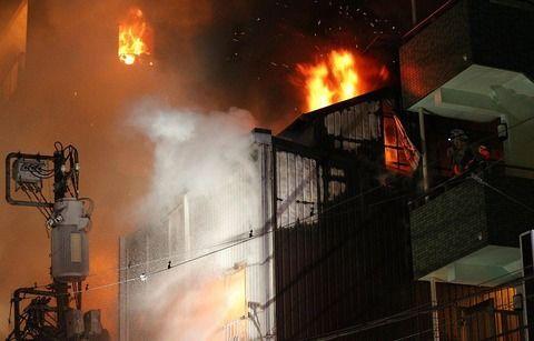 【速報】JR神田駅北口付近で大火災発生!現場のヤバすぎる画像あり!ネット「銀座線神田駅西側辺り」「爆発音と猛烈な炎」
