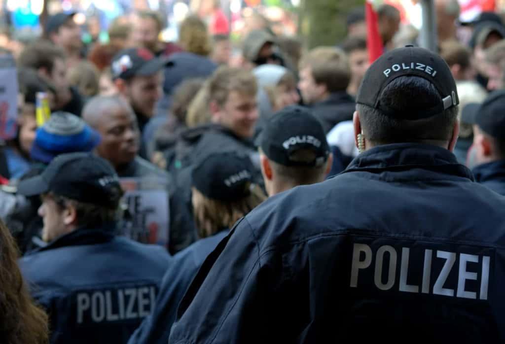 ワイ社会の底辺、警察官になることを決意wwww