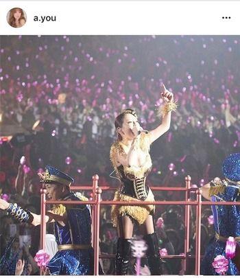 【いくぜーっっっ】浜崎あゆみ、美谷間披露のボディラインくっきり舞台衣装姿を公開。全国ツアースタート