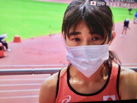 【画像】1500m日本新記録の日本女子、ゴール直後のインタビューの様子がヤバそう