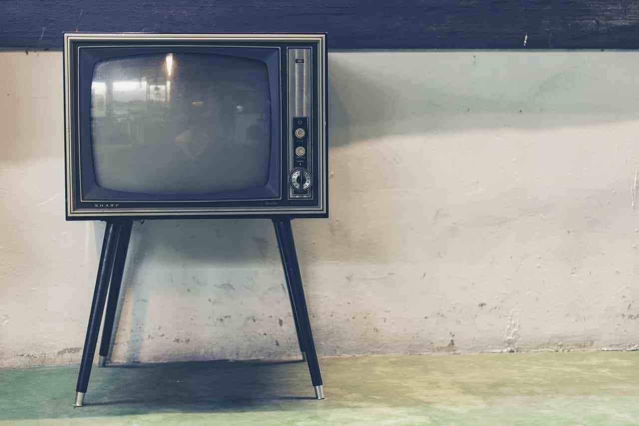 若者の「テレビ離れ」顕著に・・・ 10〜20代はインターネット利用時間の方が長いもよう