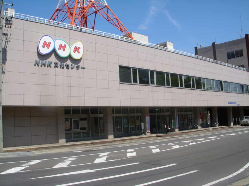 NHK「4月からスマホでNHK見られるようになるぞ!よかったなぁ!同時配信だぞ同時配信!」