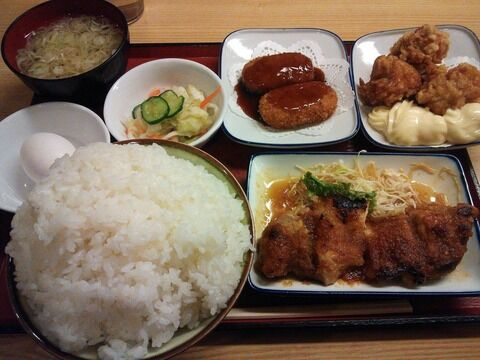 【画像】ワオが今食べてる定食www