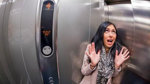 【研究結果www】エレベーターが落下時に生存する方法は「床の中央で仰向け」がベストwww 地面にぶつかる瞬間にジャンプは絶対ダメらしいwww