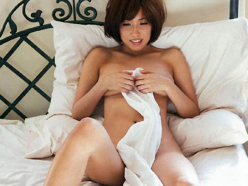 元SKE48佐藤聖羅 砂ビキニで隠しただけでほぼ全裸のおっぱい♪ #エロ画像