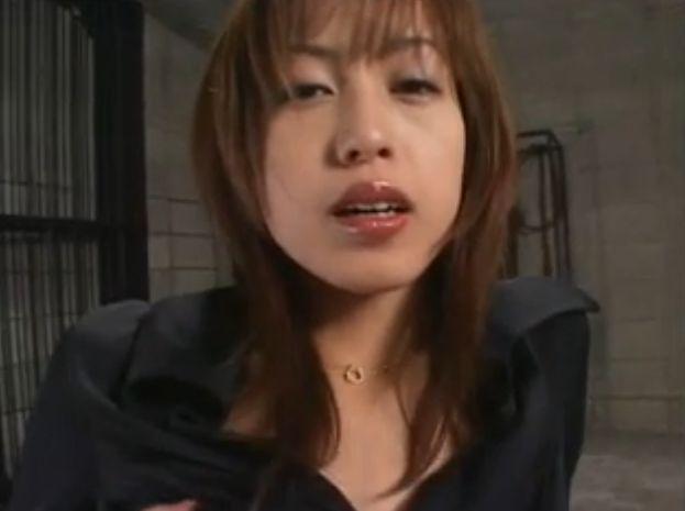 【及川奈央】バイブをしゃぶりながら三本指膣内オナニーする美女!