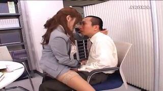【矢沢るい】淫乱痴女な女教師が生徒の股間をしごく