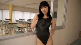 【由愛可奈】競泳水着のハイレグ美人と教室でローションプレイ