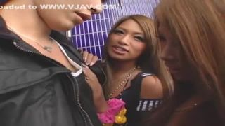 【RUMIKA希咲エマ】階段の踊り場で黒ギャルがダブルフェラ