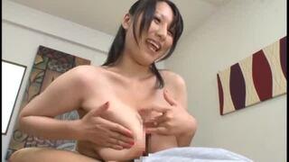 【Hitomi】巨乳熟女の着衣パイズリ