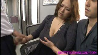 【夢野怜子】電車で巨乳熟女が痴漢されてパイ射