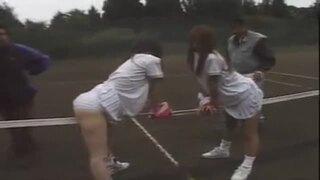 テニス娘をネットに縛ってレ〇プ