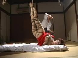 【翔田千里】赤襦袢の女が逆さ吊りで鞭打ちスパンキング