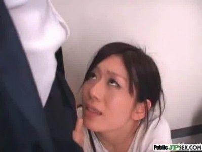 女子校生の前で母親にフェラさせるをれを見せつける変態親父
