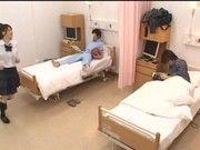 病室の隣の奴がJK達とエロイことをしていたので僕もやっちゃった!!