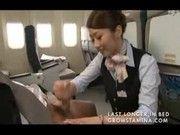 航空会社もさ、差別化図りたいならこんなかんじでスッチーが機内手コキするようなサービスはじめればいいんよwww無理かw