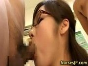 変態女医さんが淫語責めしながら2本のおチンポをしごいてお口で検診しちゃいます