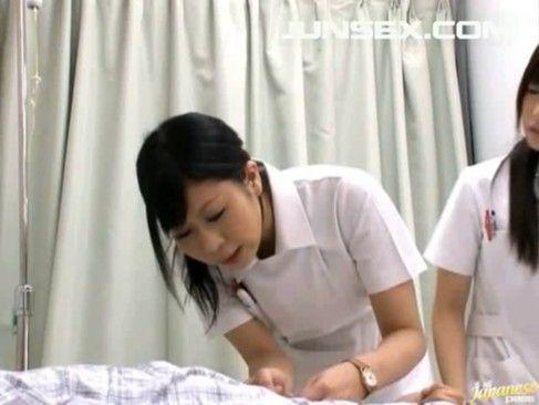 入院患者の性処理を手と口でしてくれる美人看護師www