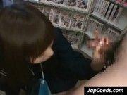 レンタルビデオショップで激カワ制服美少女が一生懸命フェラしてくれた(麻倉憂)
