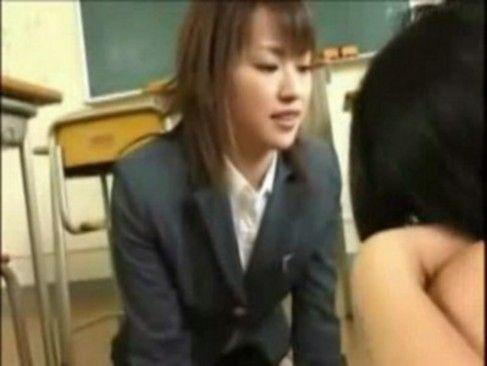 いじめられっ子を優しくフェラして癒してあげたらいじめっ子にぶっかけされた女教師