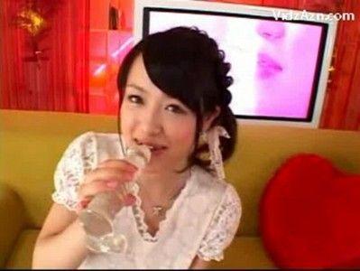 八重歯の可愛い女の子の一生懸命なフェラ&手コキに大量発射!!