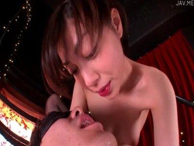 ガーター下着姿のモデル級美女がフェラ手コキで口で精子を受け止めてくれる