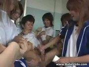 オシッコしてたら女子生徒達に囲まれてチ○ポしごかれて精子抜き取られた