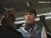 機内でオナニーしてるのをCAに見られたので勃起チンポ見せつけたら手伝ってくれたwww