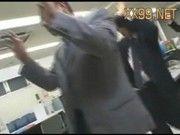 銀行強盗に襲撃されレイプされる窓口のOL達