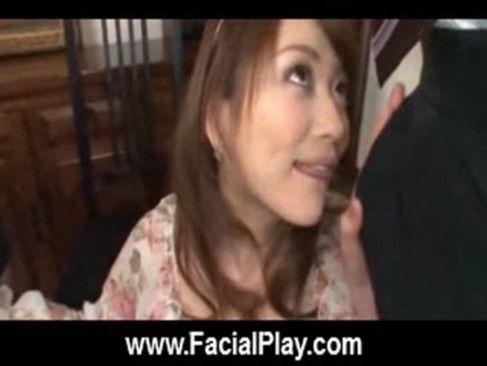 チンポ大好き人妻は同僚のチンポを厭らしい舌で吸い付きWフェラ