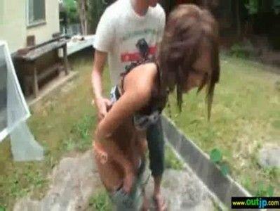 黒ギャルを庭先で裸にして悪戯した後息子が立ったのでフェラしてもらった