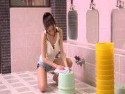 爆乳で美人な銭湯の店員さんが、エッチなご奉仕をしてくれる大人気の銭湯が凄い!!(JULIA)