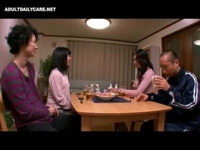 パイパンのチンチンとオマンコで挿入部分ががっつりみえちゃいます!熟女とのハードセックス動画(小早川怜子)