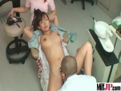 エロ医者とエロナースで結託して美巨乳美女患者を責め立てる