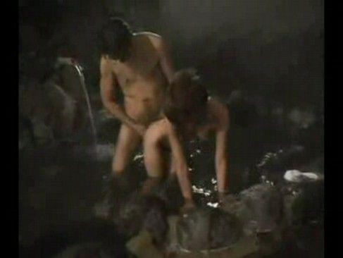 誰もいない夜の露天風呂で青姦するのもいいよね